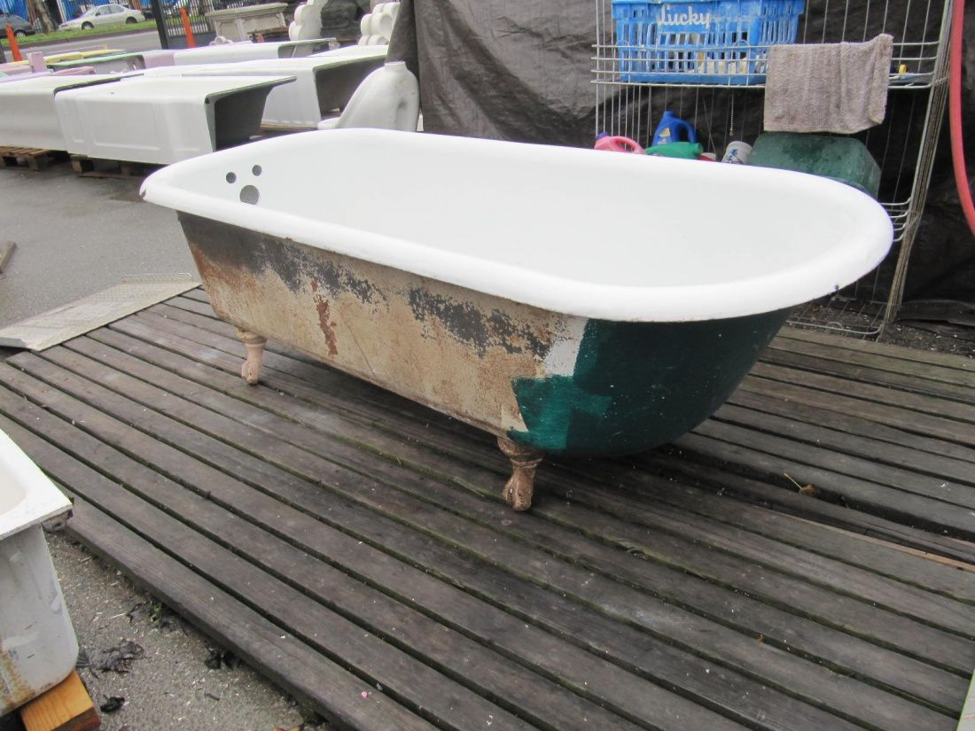 6footclawfoottub Painting A Clawfoot Tub Wwwomega Salvage Throughout Dimensions 1100 X 825