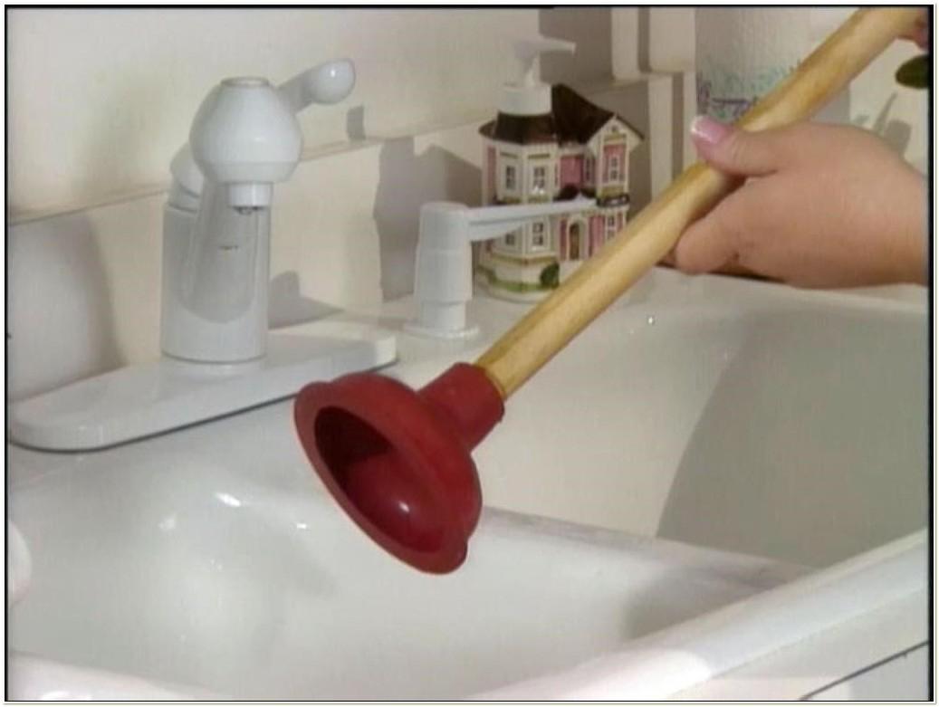 Unclogging A Bathtub With A Plunger • Bathtub Ideas