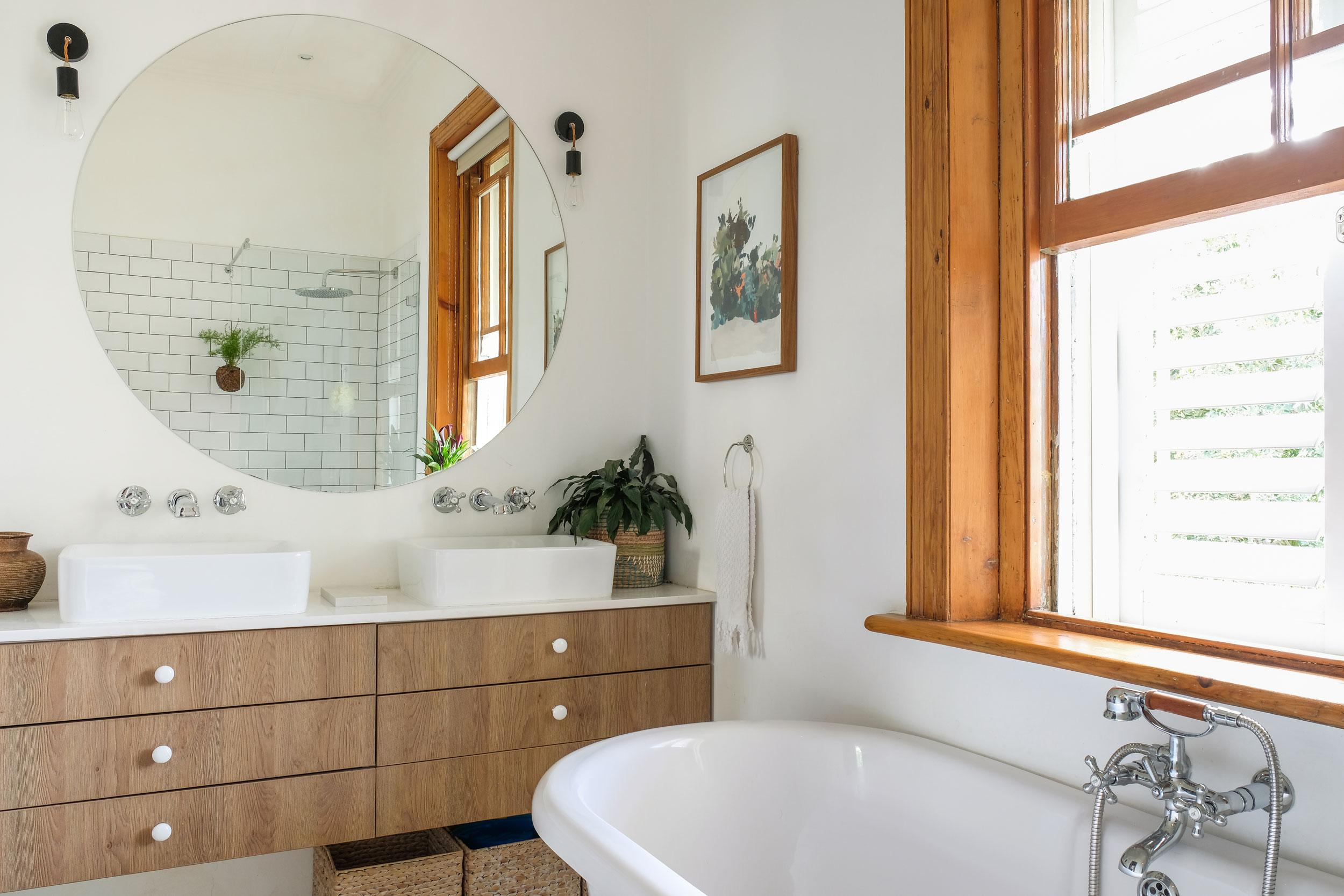 Bathroom Vanity Lighting Ideas And Design Tips Apartment regarding dimensions 2500 X 1667